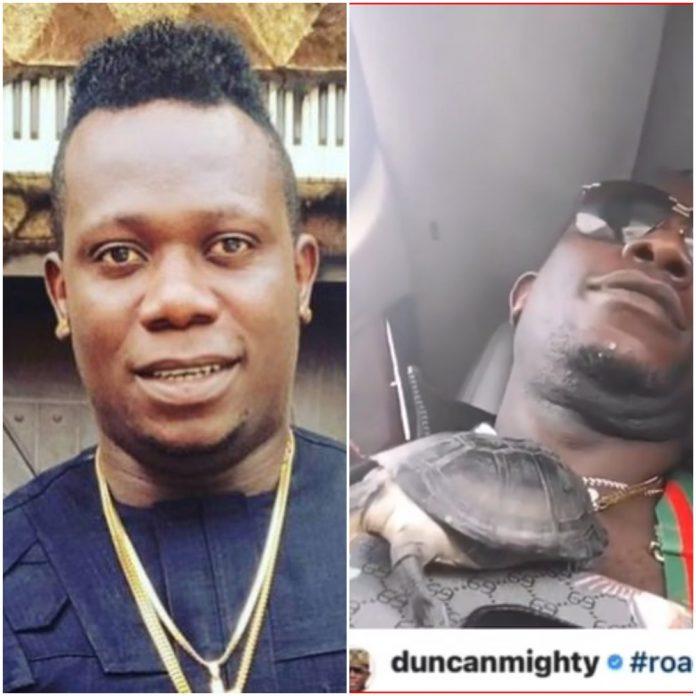 Singer Dunca Mighty Seen Wearing A Live Tortoise As Pendant, Nigerians React (Video)