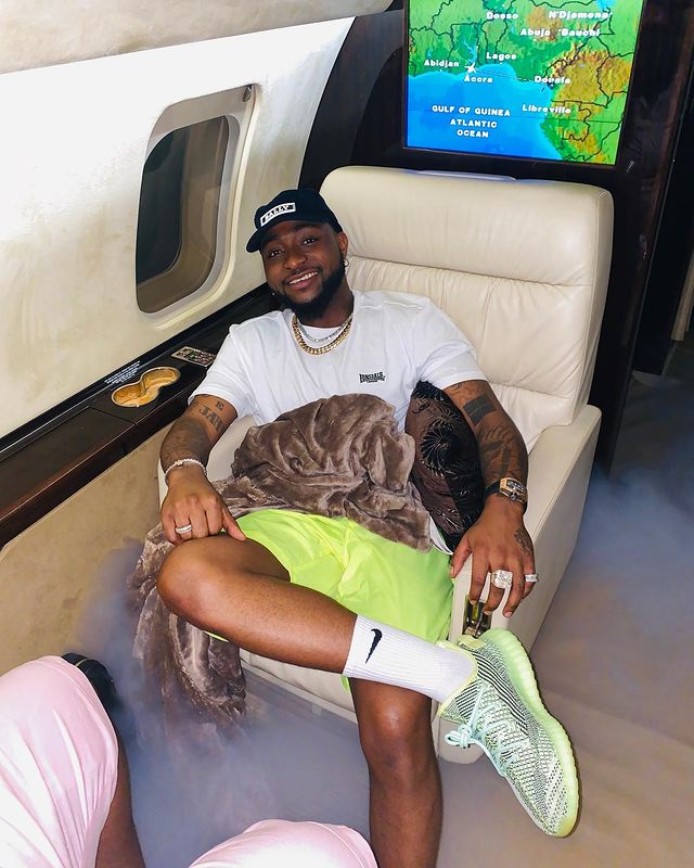 Nigerian Superstar singer David Adeleke popularly known as Davido is not just known for his hardwork and fame, the 'Baba Olowo' crooner in my opinion is the most generous Nigeria musician.