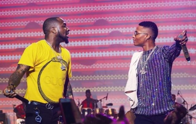 Wizkid brings out Davido during epic concert to fans' surprise - Trace Naija