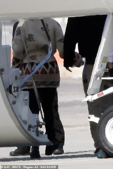 PDA: At one point it looked as though Ben and Jen were holding hands as they exited the private plane