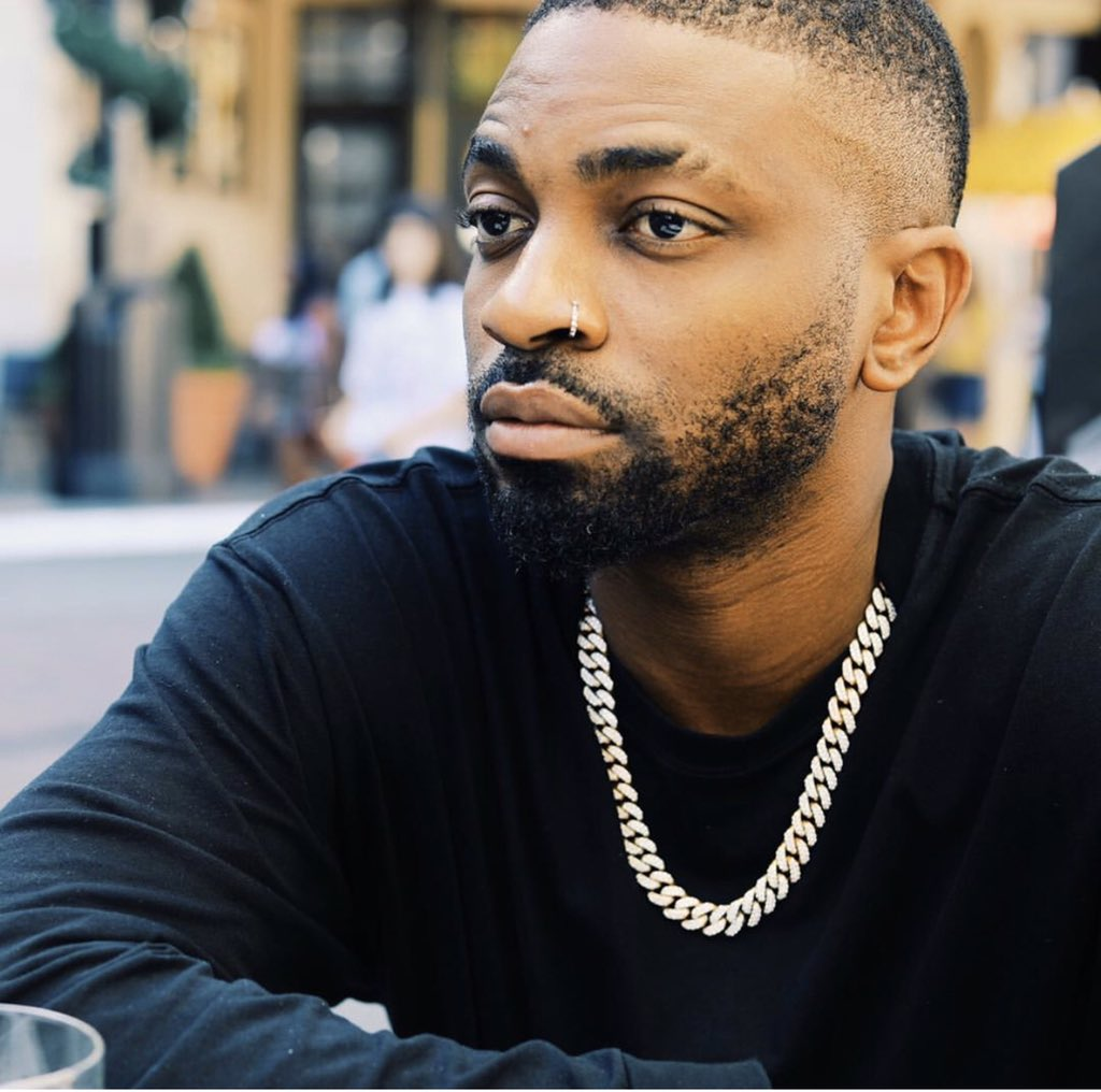 Watch Moment Davido Knelt Down To Appreciate Shizzi's Effort In His Career