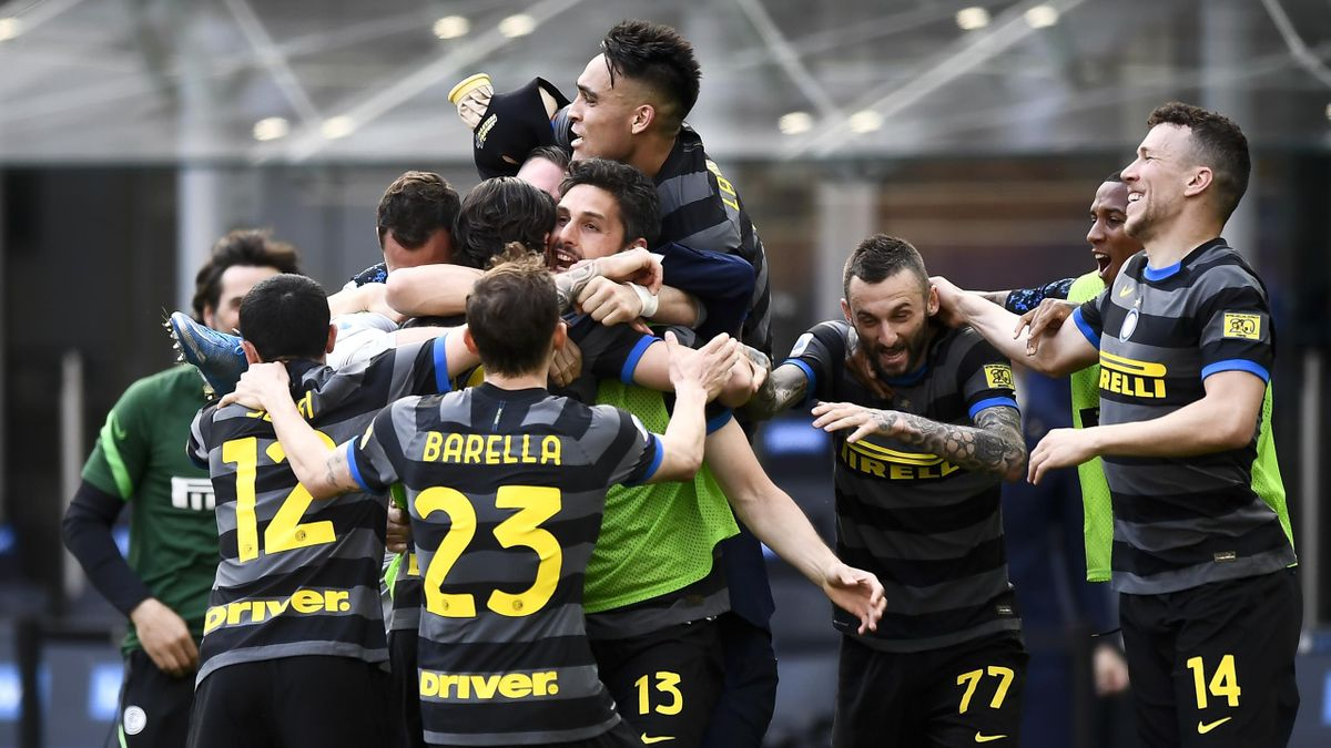 Inter Milan crowned Serie A champions for first time in 11 years after  Sassuolo draw with Atalanta - Eurosport