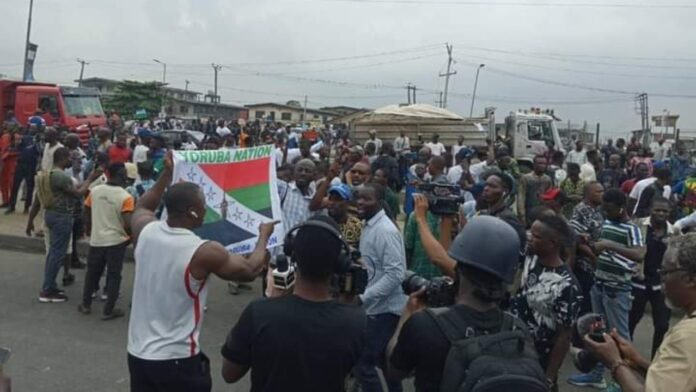 NO GOING BACK: Yoruba Nation Agitators Chant As Stray Bullet Kills Girl At Ojota (Videos)