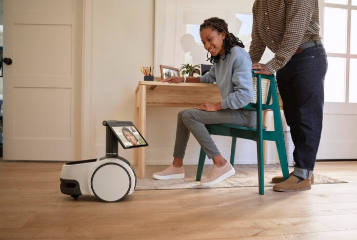 Amazon Unveils New Robot That Can See, Hear And Allows Video Chat (Video)